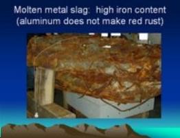 Un blocco di metallo completamente fuso fotografato da Steven Jones