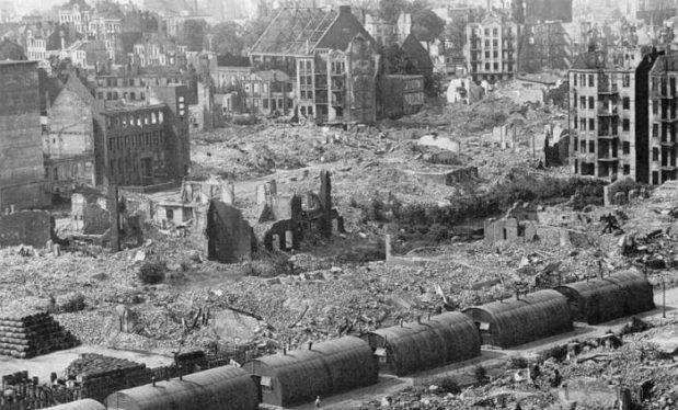 Operazione Gomorrah, il criminale bombardamento di Amburgo con le bombe al fosforo. Paolo Germani - www.altreinfo.org
