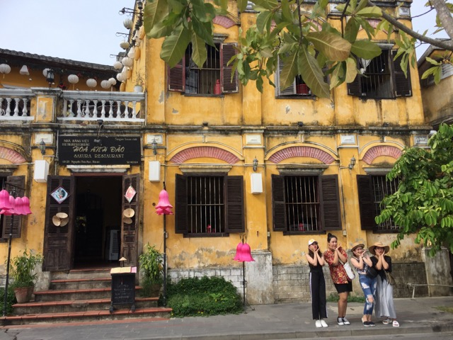 Old-Town-Hoi-An-yellow-historical-buildings