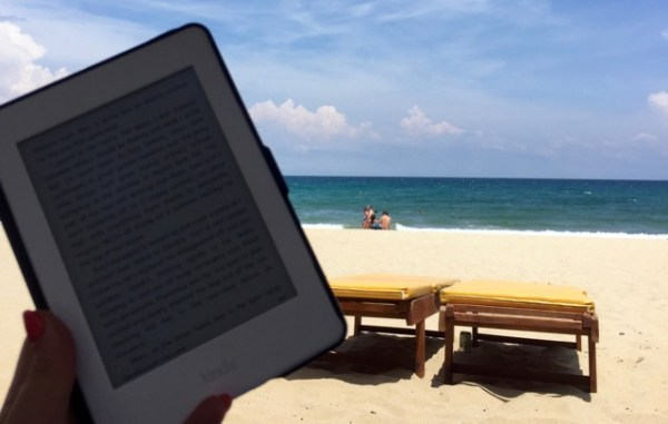 reading-kindle-on-the-beach