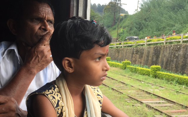 Sri-lanka-girl-on-train