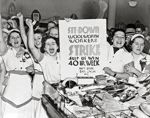 Woolworth işçileri 40 saatlik iş haftası için oturma eyleminde