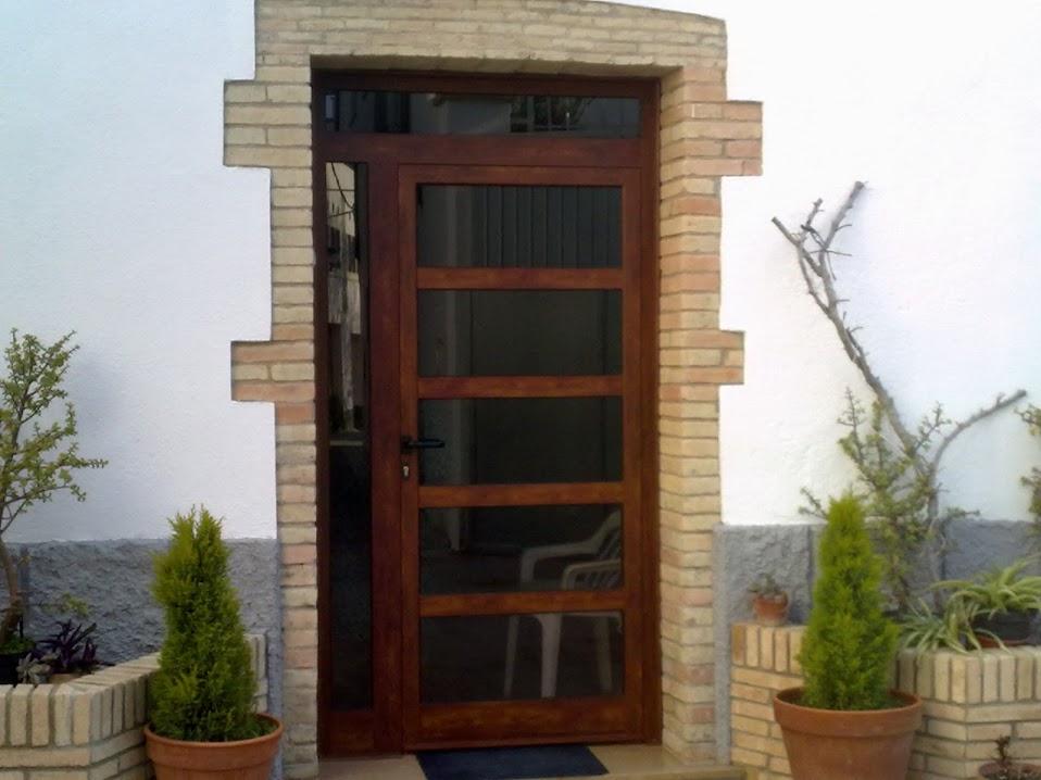 Porta d'alumini en Llorenç del Penedès
