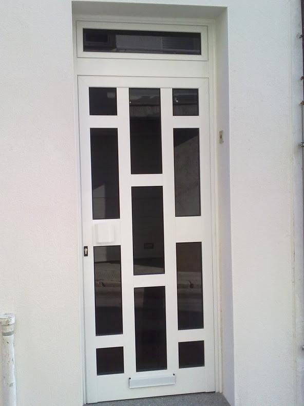 Porta d'alumini en Santa Oliva
