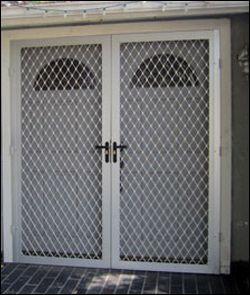 pintu expanda aluminium warna putih
