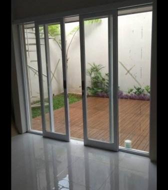 pintu kaca geser rumah minimalis