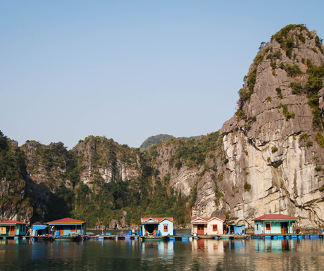 Floating-houses-in-Halong-Bay