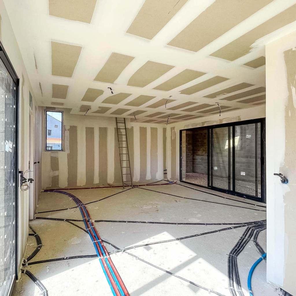 ALVITPLAQUISTE-Chantier-Elne-Maison-Villa-Salon-Vue-sur-Garage-Placo-Joints-Jointeur-2