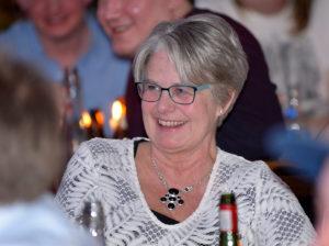 Helena Öhlund satt längst fram, närmast scenen, och blev ett tacksamt byte för Al. Men Helena bjöd glatt på sig själv och fick en pratstund med artisten efter showen.