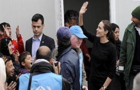 أنجلينا جولي تتفقد أوضاع اللاجئين في الأردن