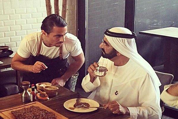 محمد بن راشد في مطعم نصرت بدبي