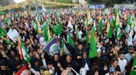 أكراد يحتشدون في ديار بكر عشية الاستفتاء على الدستور.