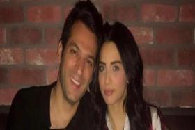 مراد يلدرم يعلق على حمل زوجته التي تحاول تعلم التركية.. فبأي لغة يتواصلان؟