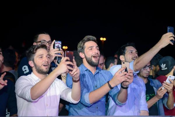 3223 3 - بالصور.. محمد عساف يشعل أجواء الجامعة الأمريكية بحضور الآلاف