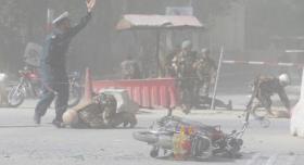نحو 100 قتيل وجريح في 3 تفجيرات بأفغانستان
