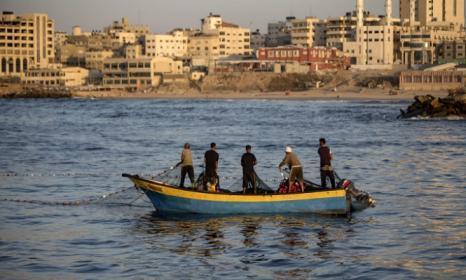 الاحتلال يقرر زيادة مساحة الصيد مع قطاع غزة