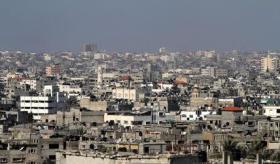 مجلة بريطانية: غزة كومة نفايات بشرية والجميع يتجاهلها