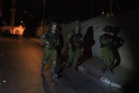 جيش الاحتلال يعتقل عدد من الشبان من بينهم شقيق الاسيرة عهد التميمي