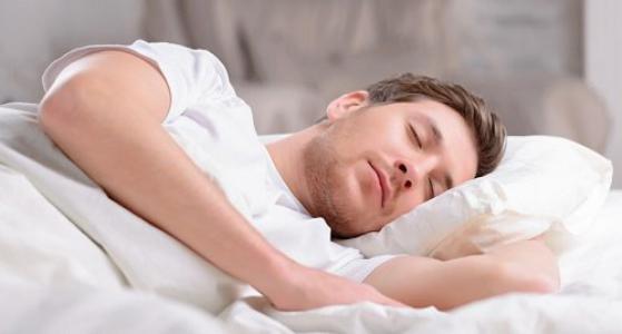 النوم في غرفة مضاءة يصيبك بالأمراض