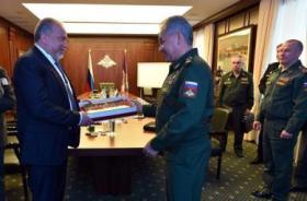 الكشف عن تفاهمات روسية -إسرائيلية بإبعاد القوات الإيرانية عن الحدود السورية