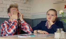 لماذا يهمل الزوج زوجته عاطفياً؟