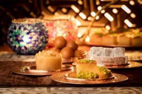 كيف تتحكم برغبتك في تناول الحلويات في رمضان؟