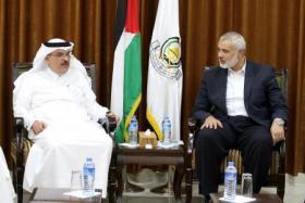 """صحيفة عبرية: العمادي جاء إلى غزة لتقديم عرضين مهمين لـ """"حماس"""""""