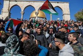 في يوم القدس العالمي.. عشرات آلاف المصلين يتوافدون للأقصى