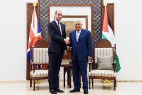 الأمير وليام يضع نفسه بموقف محرج خلال اجتماعه بالرئيس عباس في رام الله