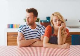 5 ألاعيب تستخدمها المرأة مع الرجل.. كيف تكشفها وتتعامل معها؟