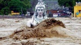 """مقتل المئات بـ""""فيضانات القرن"""" في الهند وتشريد آخرين"""