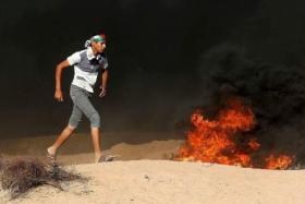 الاحتلال يُطور تقنية لتنقية أدخنة الإطارات المشتعلة على حدود غزة