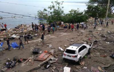 ارتفاع ضحايا الزلزال العنيف وأمواج تسونامي بإندونيسيا إلى 48 قتيلا