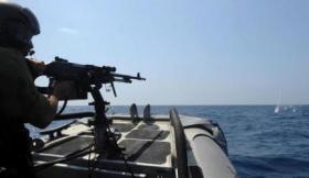 زوارق الاحتلال تلاحق مراكب الصيادين ببحر غزة