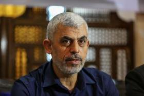 السنوار : عرض علينا حل مشكلة موظفي غزة ورفضنا لهذا السبب؟