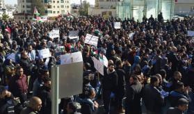 إضراب بالضفة رفضًا لقانون الضمان الاجتماعي