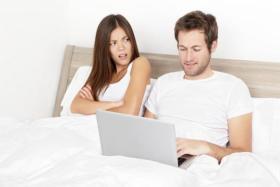 الوطن اليوم - كيف تكتشفين أن زوجك يخونك؟