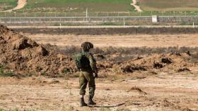 حبس جندي إسرائيلي لنشره صورة على حدود غزة