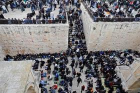 الفلسطينيون يدخلون مصلى باب الرحمة لأول مرة منذ 16 سنة (صور)
