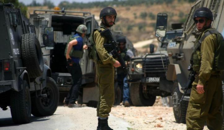 جيش الاحتلال يقتحم مثلث الشهداء ويداهم منزل الأسير الجريح اسلام وشاحي