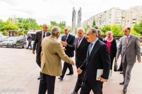 د. عياش يبارك لـ اشتية تكليفه برئاسة الحكومة الفلسطينية