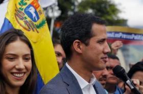 """غوايدو يدعو أنصاره لتنظيم """"أكبر مسيرة في التاريخ"""" للضغط على مادورو"""