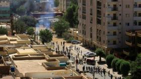 جنود سودانيون تصدوا لمحاولة قوات الأمن فض الاعتصام أمام وزارة الدفاع