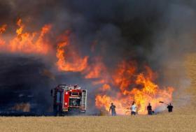 الحرائق تعود مجددا الى مستوطنات غلاف غزة