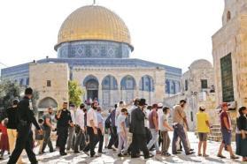 وزير إسرائيلي يقتحم الأقصى والأوقاف تطالب بوضع حدود