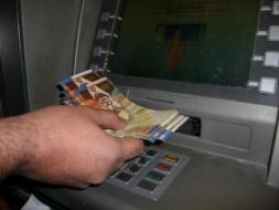 شاهد تعميم سلطة النقد حول رواتب موظفي السلطة في غزة والضفة