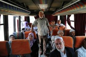"""17 من أهالي معتقلي غزة يتوجهون لزيارة أبنائهم بـ""""رامون"""""""