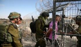 الاحتلال يعتقل شابين تسللا عبر السياج الفاصل جنوب قطاع غزة