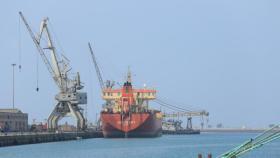 شاهد| نشر أولى الصور للناقلتين المستهدفتين في بحر عُمان قبل استهدافهما
