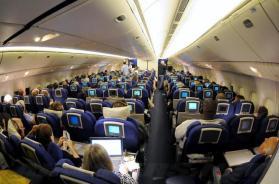 جريمة قتل وانتحار.. طيار يقطع الأكسجين عن المسافرين ويحطم الطائرة!